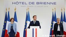 Frankreich Präsident Emmanuel Macron speaks at the residence of French Defense Minister on the eve of Bastille Day in Paris