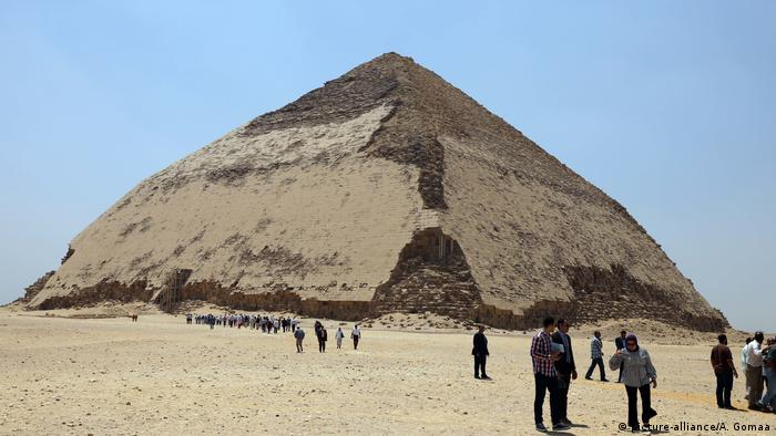 Ägypten: Gizeh: - Bent Pyramid - Knickpyramide (picture-alliance/A. Gomaa)