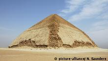 Ägypten: Gizeh: -Bent Pyramid - Knickpyramide (picture-alliance/ N. Saunders )