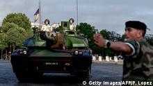 Frankreich Paris Vorbereitungen zur Parade am Nationalfeiertag
