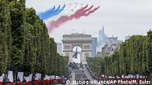 Frankreich Paris Militärparade zum Nationalfeiertag
