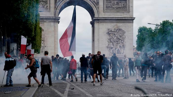 Yellow vest protest at the Arc de Triomphe in Paris