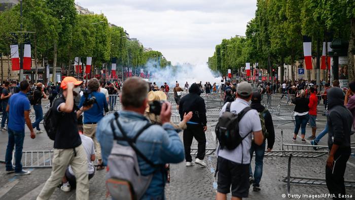 Центр Парижа в День взяття Бастилії