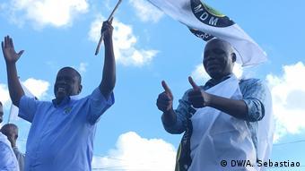 Mosambik Daviz Simango und Jose Albano Bulaunde (DW/A. Sebastiao)