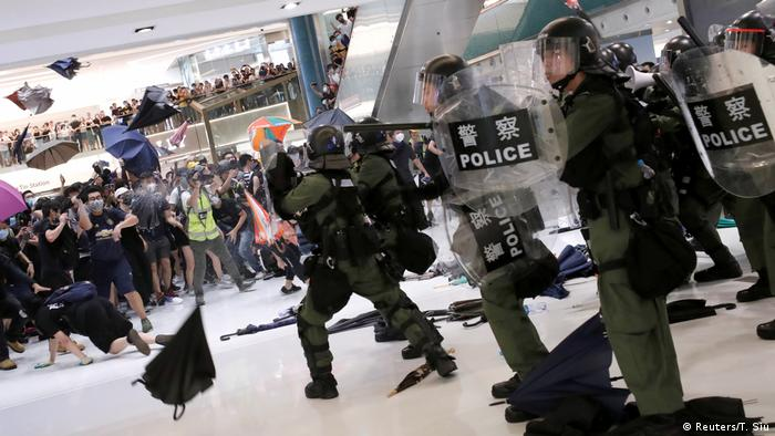 Hongkong Proteste gegen Auslieferungsgesetz Einkaufszentrum Polizei (Reuters/T. Siu)