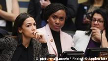 USA Abgeordnete Alexandria Ocasio-Cortez, Ayanna Pressley, Rashida Tlaib (picture-alliance/AP Photo/J:S: Applewhite)