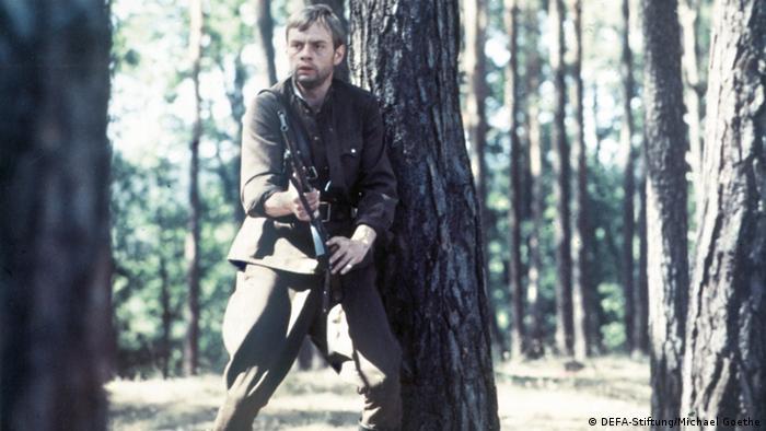 Filmstill aus Mama, ich lebe mit Soldat im Wald (DEFA-Stiftung/Michael Goethe)