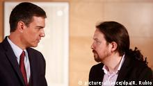 09.07.2019, Spanien, Madrid: Pedro Sanchez (l), amtierender Ministerpräsident von Spanien, und Pablo Iglesias, Chef der linken Partei Podemos, sprechen bei einer Sitzung im Abgeordnetenhaus. Eine Wiederwahl von Sanchez bei der Parlamentsabstimmung Ende Juli wird immer unwahrscheinlicher. Das fünfte Treffen zwischen Sanchez und Iglesias, sei nach Medienberichten ergebnislos geblieben. Foto: Ricardo Rubio/Europapress/dpa +++ dpa-Bildfunk +++ |