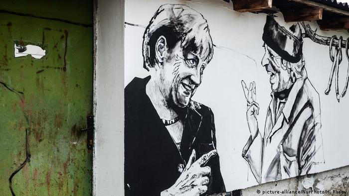Mural on buildings in Bulgaria's Staro Zhelezare showing a portrait of Merkel (picture-alliance/NurPhoto/H. Rusev)