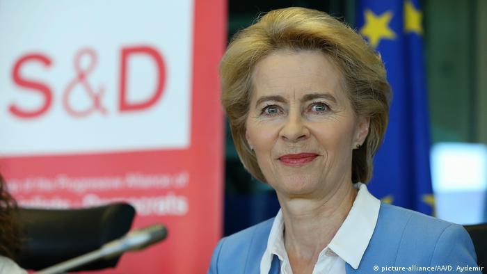 Ursula von der Leyen tritt als Verteidigungsministerin zurück