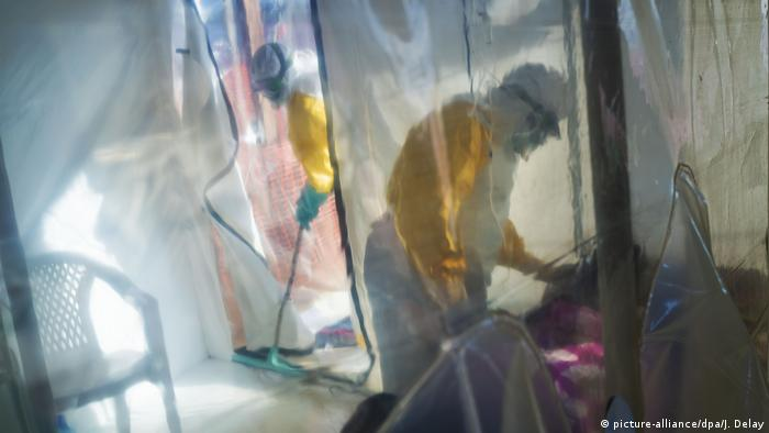 Ebola im Kongo (picture-alliance/dpa/J. Delay)