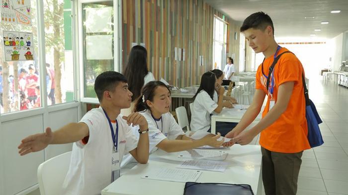 Ein weiterer wichtiger Teil des Programms war die Wahl der Camp-Präsidentin oder des -Präsidenten. Die Jugendlichen haben sich darauf in diversen Trainings vorbereitet und unter anderem zu verschiedenen Wahlsystemen recherchiert.
