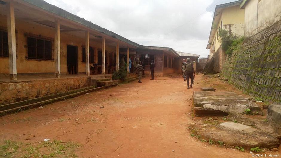 Emotion dans un lycée camerounais après l'arrestation d'un enseignant