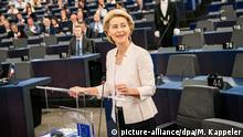 16.07.2019, Frankreich, Straßburg: Ursula von der Leyen spricht bei ihrer Bewerbungsrede vor den Abgeordneten des Europaparlaments. Von der Leyen bewirbt sich als neue EU-Kommissionspräsidentin. Die Staats- und Regierungschefs der EU hatten die CDU-Politikerin als Nachfolgerin von EU-Kommissionspräsident Juncker vorgeschlagen. Foto: Michael Kappeler/dpa +++ dpa-Bildfunk +++ | Verwendung weltweit