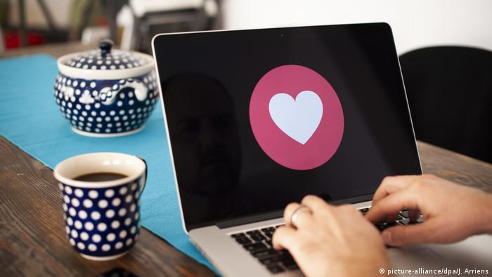 Emoji Emojis (picture-alliance/dpa/J. Arriens)