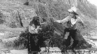 Filmstill Two little rangers von Alice Guy mit Frau und Mann beim Schießduell ( Foerderverein Filmkultur Bonn e.V)