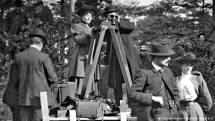 Alice Guy bei Dreharbeiten (Foerderverein Filmkultur Bonn e.V.)