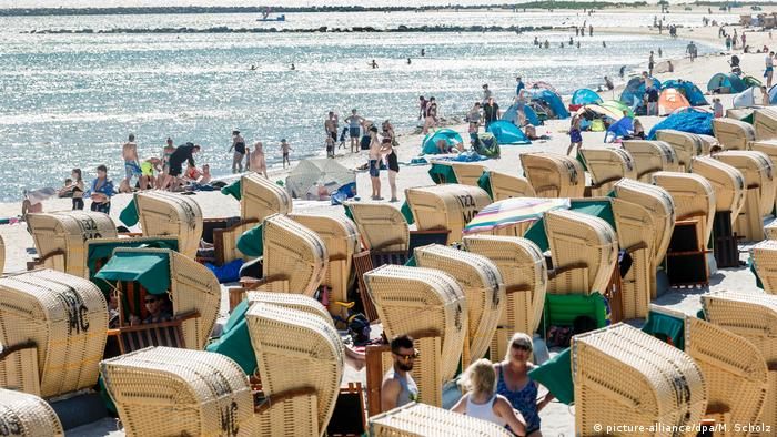 Плетеные корзины - неотъемлемый атрибут немецких морских пляжей