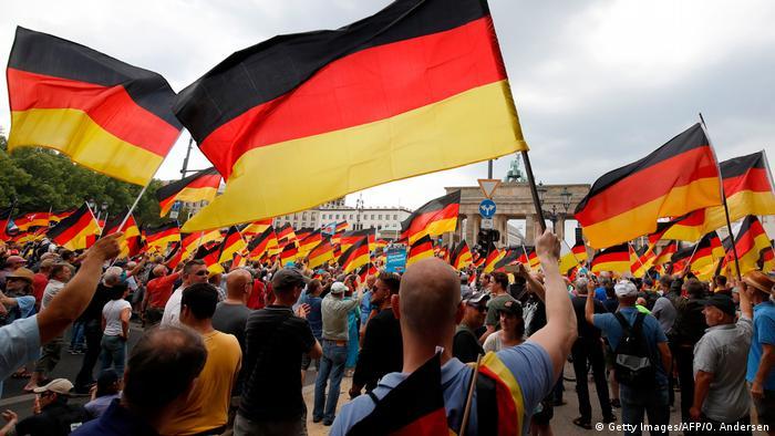 Deutschlannd Symbolbild Hass in der Gesellschaft (Getty Images/AFP/O. Andersen)