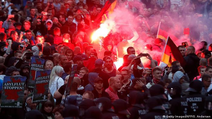 Protesto de extrema direita em Chemnitz, na Alemanha. Os crimes de motivação política cresceram 8,5% na Alemanha em 2020 e os cometidos pela extrema direita bateram recorde. No ano passado, 23.064 crimes foram contabilizados como motivados pelo extremismo de direita, um aumento de 5,7% em relação ao ano anterior. Dados indicam uma tendência perigosa, apesar de representarem apenas cerca de 1% de todos os crimes. (04/05)