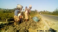 15.7.2019, In Mosambik sind die Familien von dem Sank im Boden abhängig. Families are dependent of the sands to have their income