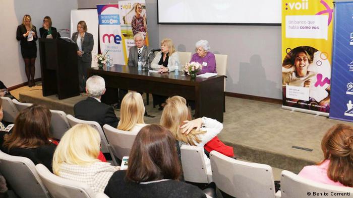 De izqda. a dcha.: Dr. CPN Guillermo Alvarez, presidente Asociación Dirigentes de Empresa; Dra. Amalia Mattio, presidenta Foro de Mujeres del Mercosur y Lic. Beatriz Ringa de Amor Arranz, presidenta de Asociación Conciencia.