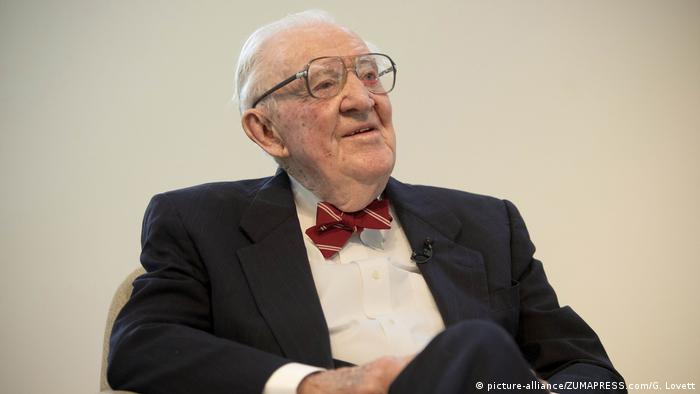 USA Ehem. Richter am Obersten Gerichtshof John Paul Stevens (picture-alliance/ZUMAPRESS.com/G. Lovett)