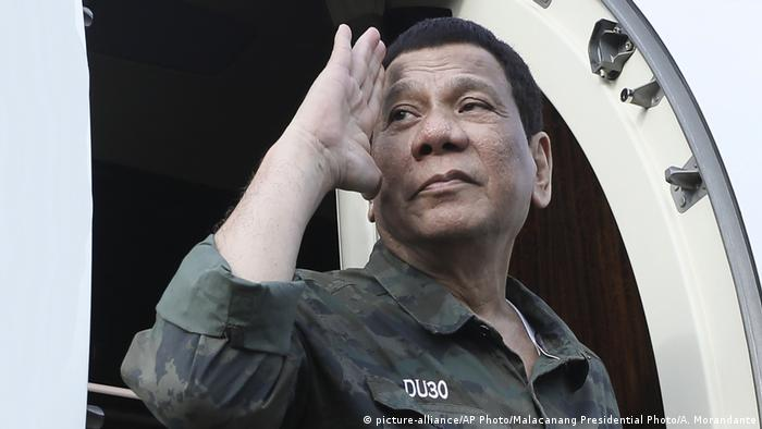 Philippinen Sulu Provinz | Rodrigo Duterte (picture-alliance/AP Photo/Malacanang Presidential Photo/A. Morandante)