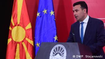 Nord-Mazedonien | Pressekonferenz des Premierminister Zoran Zaev (DW/P. Stojanovski )