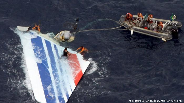 Destroços do avião da Air France que caiu no Oceano Atlântico em 2009