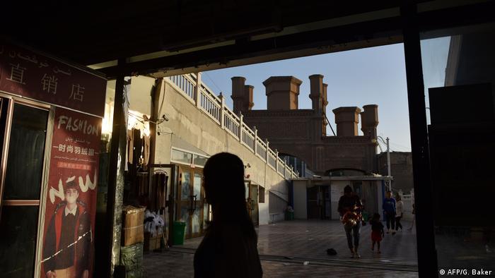China Xinjian Region   Tourismus neben strenger Polizeikontrolle und Internierungslager (AFP/G. Baker)