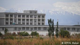 China Xinjian Region | Tourismus neben strenger Polizeikontrolle und Internierungslager (AFP/G. Baker)