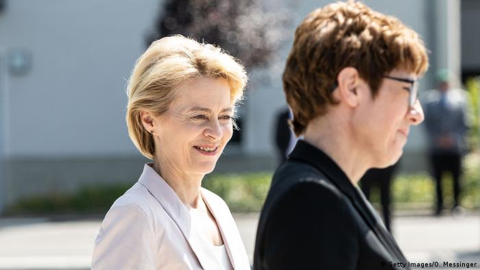 Annegret Kramp-Karrenbauer and Ursula von der Leyen (Getty Images/O. Messinger)