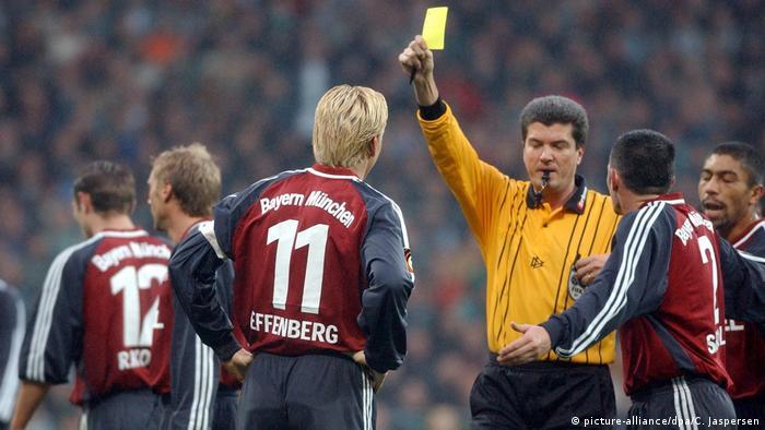 اشتفان افنبرگ (شماره ۱۱ در تصویر) یکی از چهرههای جنجالی فوتبال آلمان محسوب میشود. هیچ بازیکنی دیگر در بوندسلیگا از لحاظ کارت زرد به پای او نمیرسد. افنبرگ در ۳۷۰ بازیای که در بوندسلیگا انجام داد، ۱۱۴ بار کارت زرد گرفت.