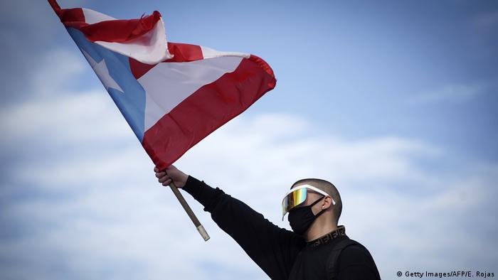 Puerto Rico Protesters Demand Governor S Resignation News Dw