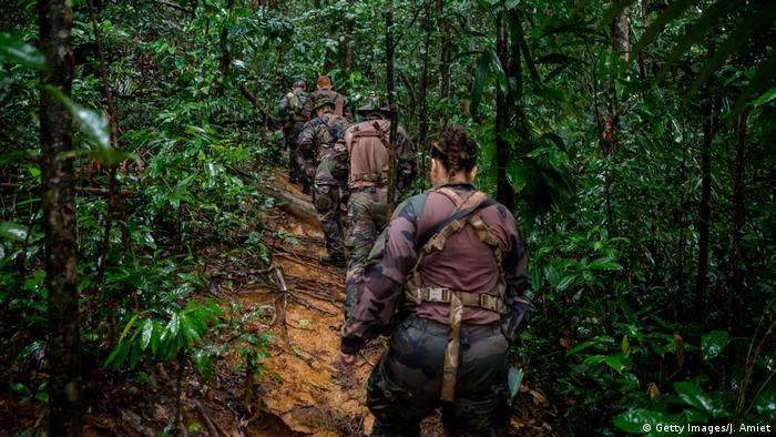 Guiana Goldmine Soldaten und Polizei