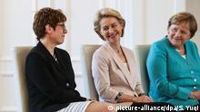 (190718) -- BEIJING, July 18, 2019 (Xinhua) -- German Chancellor Angela Merkel (R), outgoing German Defense Minister Ursula von der Leyen (C) and incoming German Defense Minister Annegret Kramp-Karrenbauer attend a ceremony for the appointment of German Defense Minister in Berlin, capital of Germany, July 17, 2019. The leader of the German ruling party Christian Democratic Union (CDU), Annegret Kramp-Karrenbauer, was appointed new German Minister for Defense on Wednesday. (Xinhua/Shan Yuqi) | Keine Weitergabe an Wiederverkäufer.