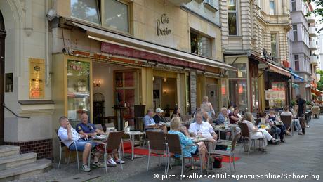 10 queere Orte in Berlin, Cafe Berio Schoeneberg Berlin Deutschland (picture-alliance/Bildagentur-online/Schoening)