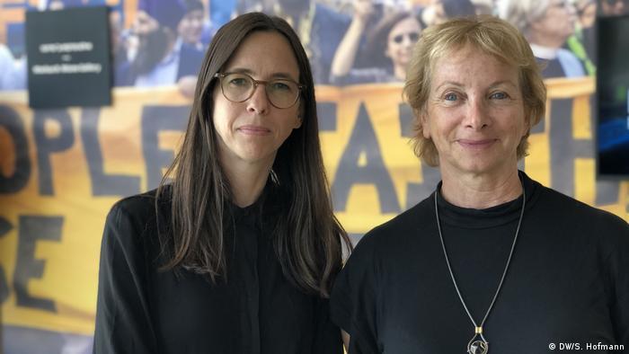 Curator Maya Vinitsky (l.) and climate scientist Orli Ronen Rotem (r.)