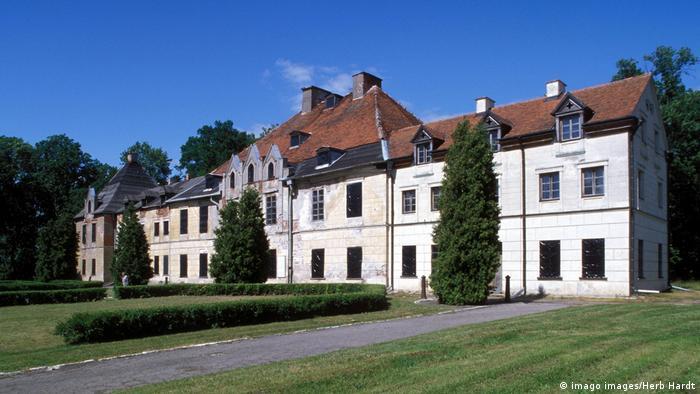 Zabytkowy pałac pruskiego rodu Lendorffów w Sztynorcie na Mazurach czeka na gruntowny remont