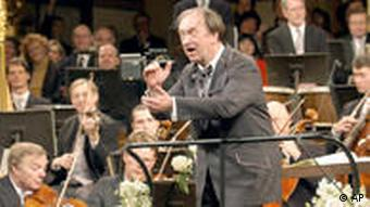 Harnoncourt conducts the audience at the traditional New Year's concert of the Vienna Philharmonic Orchestra, 2003 (AP Photo/Terry)