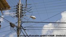 Venezuela Strommast mit Verteiler
