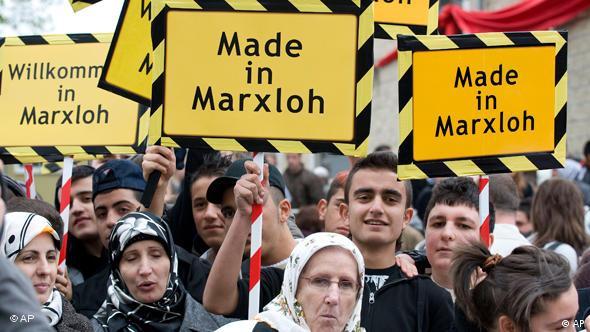 Junge Türken in Duisburg Marxloh bei der Eröffnung der größten Moschee Deutschlands 2008, Foto: ap