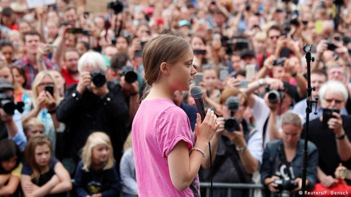 گرتا تونبرگ در حال سخنرانی در گردهمایی برلین