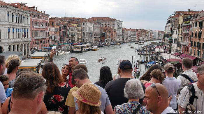 Crowds of tourists on the famous Rialto Bridge in Venice.
