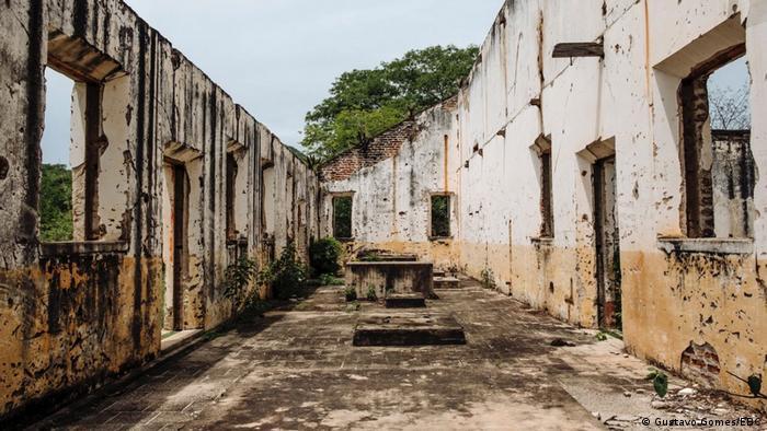 Ruínas do pavilhão no Campo de Concentração do Patu