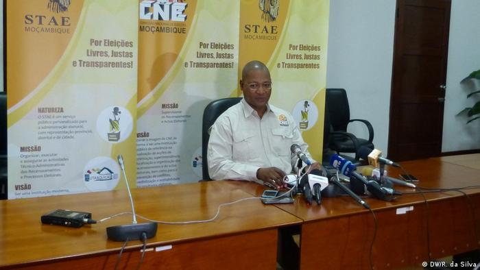 Mosambik Paulo Cuinica Sprecher CNE (DW/R. da Silva)