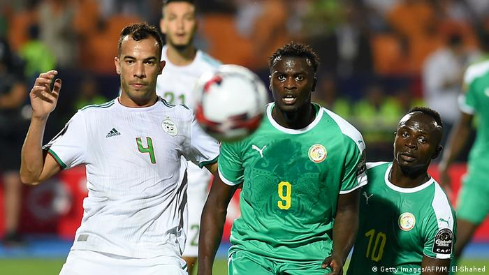 Algeria's dfeneder Djamel Benlamri with Senegal's M'baye Diagne and Sadio Mane during the AFCON final (Getty Images/AFP/M. El-Shahed)