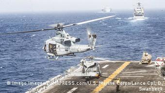 Αμερικανικές δυνάμεις δίνουν το παρών στα Στενά του Ορμούζ