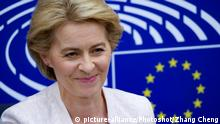 Ursula von der Leyen in front of EU logo (picture-alliance/Photoshot/Zhang Cheng)